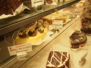 たくさんの種類のチーズケーキ